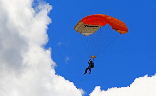 paraquedas:Foto- Juca Varella:Folha Press